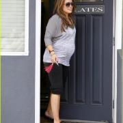 Hilary Duff chanteuse, enceinte sortant de son cours de pilates